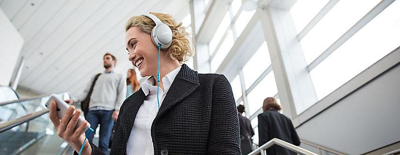 Audífonos alámbricos o inalámbricos: encontrar el regalo adecuado